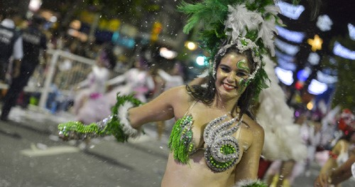 Desfile inaugural de Carnaval en Rocha